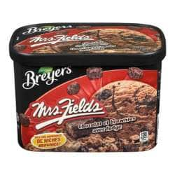 Breyers Mrs Fields Chocolat et brownies avec fudge 1.66 L devant d'emballage